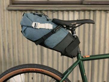 街乗りから旅まで、CMMやOMM BIKEにも【大型サドルバッグ】